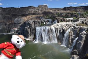 Mounty bei den Shoshone Falls in Idaho