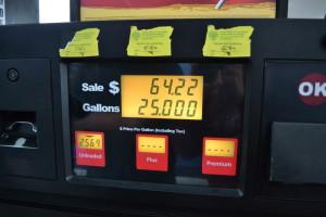 51 Euro-Cent für einen Liter Normalbenzin. Aber nur Safeway-Kundenkarte, mit der bereits über 1000 $ eingekauft wurde...