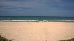 Im Herbst ist hier Frühling, also sollte man am Strand eine kurze Hose dabei haben...