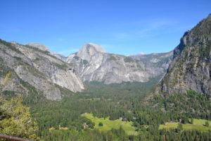 Blick ins Yosemite Valley und auf den Halfdome